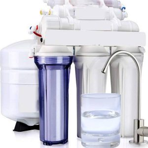 Reverse osmosis machine and a glass of water with removed chlorine